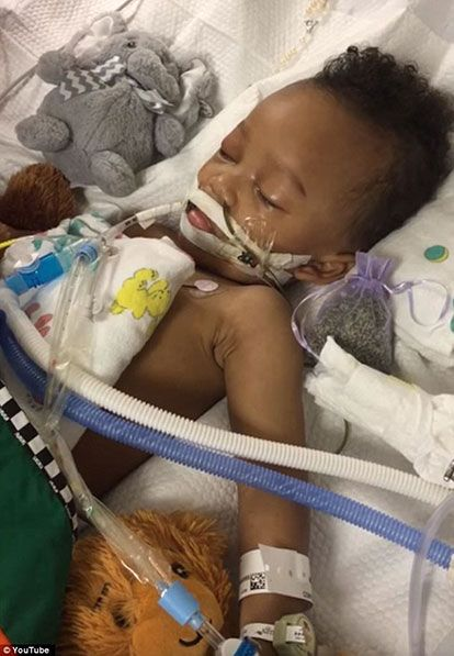 """Two-year-old Israel Stinson was declared brain-dead and put on life support in April 2016. """"I know you're going to come out of this, baby,"""" his mother Jonee Fonseca tearfully said as she tickled and tried to wake him. Stinson was removed from life support on Aug. 25 after a long court battle. (Life Legal Defense Foundation)"""