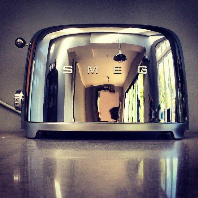 Новые тостеры SMEG в стиле 50-х отображают стиль жизни.