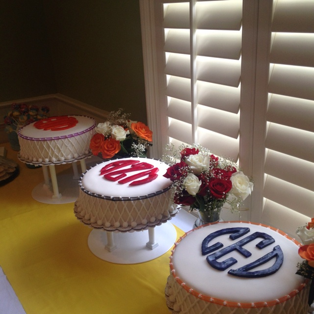 Monogrammed cakes :) want one for my next birthdayyy.