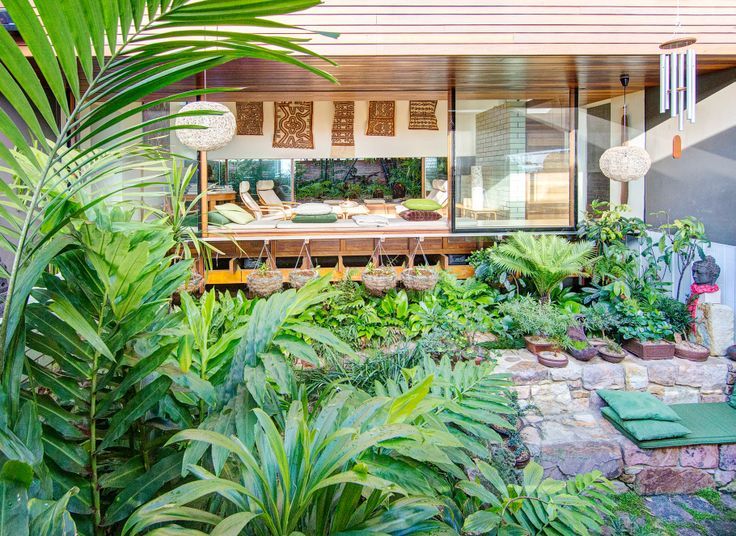 A contemporary garden attuned to the Queensland lifestyle and way of living.  www.stevencleggdesign.com.au