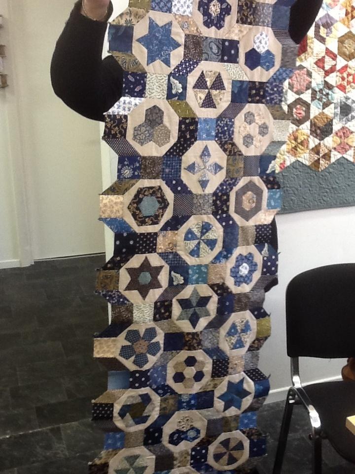 Mooi in bruin en blauw , een octablom in wording van Lenne