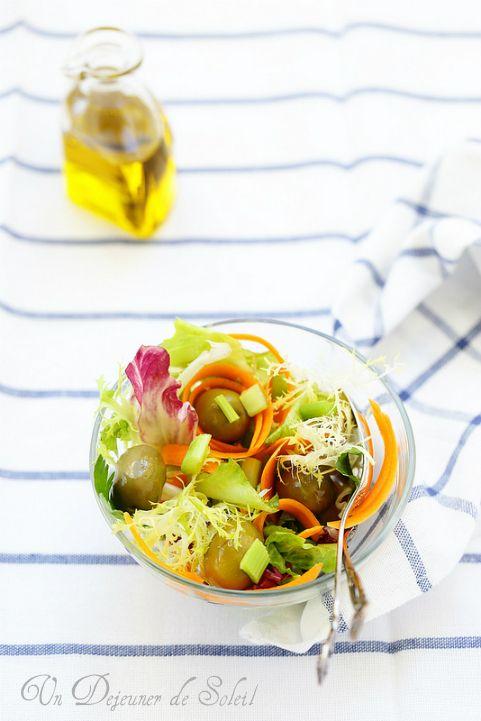 Salade mélangée aux olives céleri et carottes comme en Italie/Cette salade  est une de mes préférée et c'est un hommage à mes étés en Italie.