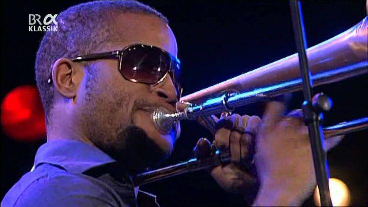 """""""Trombone Shorty"""" & Orleans Avenue - Jazzwoche Burghausen 2011 fragm. 1/ 29 anosProdígio de Nova Orleans, começou a tocar com quatro anos, fazer turnês com 12 e entrou para a banda de apoio de Lenny Kravitz aos 18. Hoje segue sua carreira solo, que reproduz o clima festivo da sua terra natal pelos palcos."""