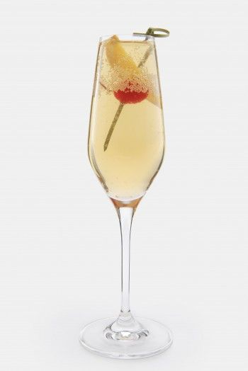 Kentucky Kiss - 1.5 oz Maker's Mark® Bourbon into a champagne flute; fill with chilled sparkling apple cider. Add a maraschino cherry.
