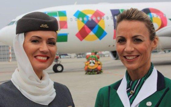 Alitalia, e il nuovo look per le hostess