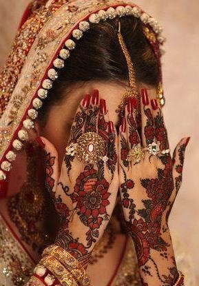 I love the Indian culture. Henna is so beautiful and so different for a wedding day❤