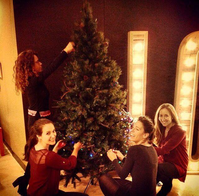 LOLA decorates the Christmas tree