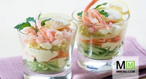 Салат-коктейль скреветками  иогурцами
