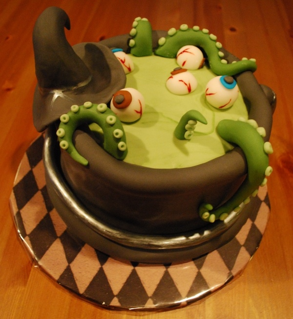 Halloween 2009 cauldron cake halloween sweets Cute easy halloween cakes