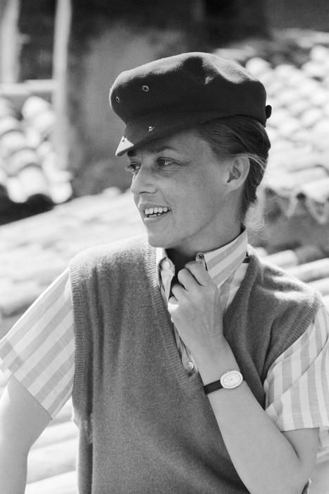 "JEANNE MOREAU LANCE LA MODE ""JULES ET JIM"" A SAINT-TROPEZ, LE 13 AVRIL 1962 - La galerie photo ParisMatch.com"
