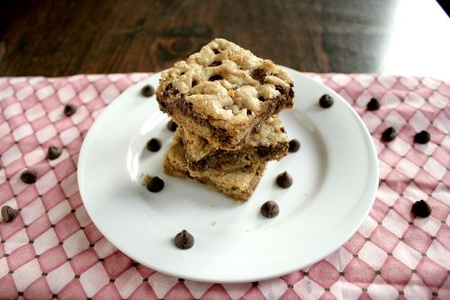 Chocolate chip cookie bars, from Sel Et Sucre.: Desserts, Chocolate Chips, Cookie Bars, Chocolates Chips Cookies, Apples Pies Bar, Cookies Bar Sweet, Chocolate Chip Cookie, Bar Form, Cookies Bar Recipes