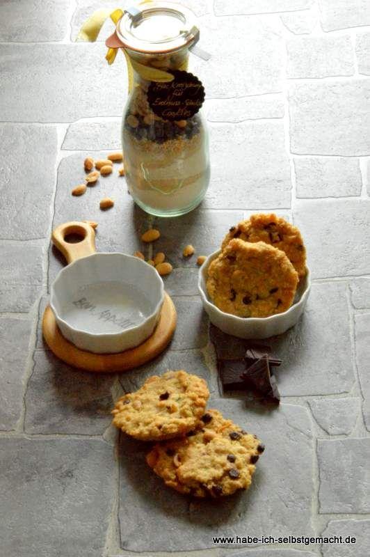 Backmischung im Glas für Schoko Erdnuss Cookies - Powered by @ultimaterecipe