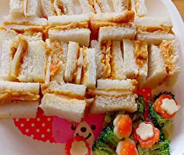 夕べのカレーポテトで使ったレトルトカレーの残りで簡単サンドイッチ♪ - 60件のもぐもぐ - ツナカレーサンドイッチ by denpashock