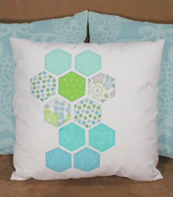 Learn how to make throw pillows! We love colorful throw pillows <3: Diy Ideas, Hexi Pillows, Crafts Ideas, Diy Crafts, Colors Throw Pillows, Decor Pillows, Crafts Diy, Happy Hexi, Decor Diy