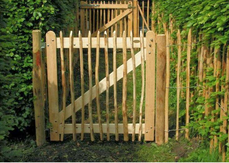 Dit poortje wil ik gaan maken, zodat Koosje niet achter de katten op de tuin aan kan zitten.
