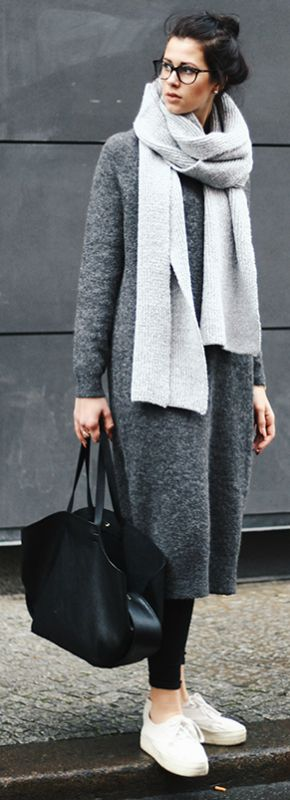Blogger Elisa + effortlessly + oversized sweater-dress + oversized knit scarf + sneakers + leather jacket   Fall Outfits 2016 + Dress: ASOS + Scarf: ASOS + Glasses: Fielmann + Bag: Zara + Pants: Monki + Shoes: H&M + Jewelery: H&M