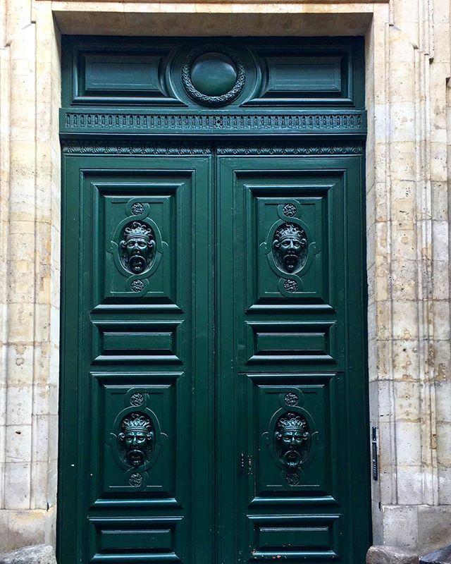 """""""Всегда кажется, что за такой дверью скрывается много интересных тайн и секретов, ведь домам с такими дверьми уже очень много лет! А значит, много поколений, много интересных историй происходило ща этими величественными дверьми! Откраивайте перед собой закрытые двери, не оглядывайтесь назад, ведь все самое лучшее вас ждёт только впереди!"""" by @rumjashka. #fslc #followshoutoutlikecomment #TagsForLikesFSLC #TagsForLikesApp #follow #shoutout #followme #comment #TagsForLikes #f4f #s4s #l4l #c4c…"""