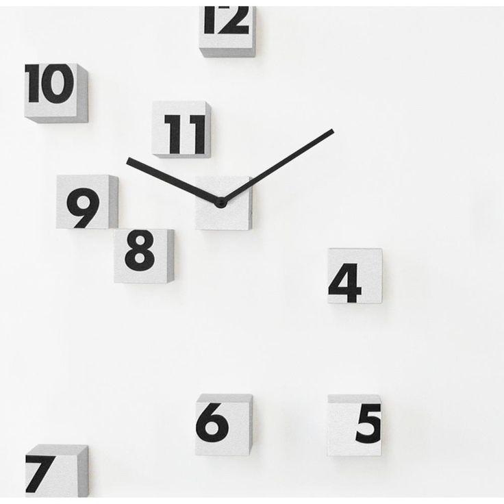 Orologio parete RND Time 2 composto da piccoli cubi posizionabile random sul muro Bianco