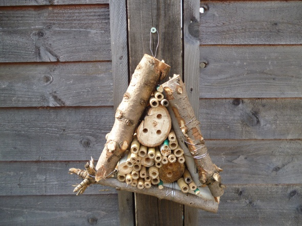 Great garden project: bug hotel. Aphids, be gone!