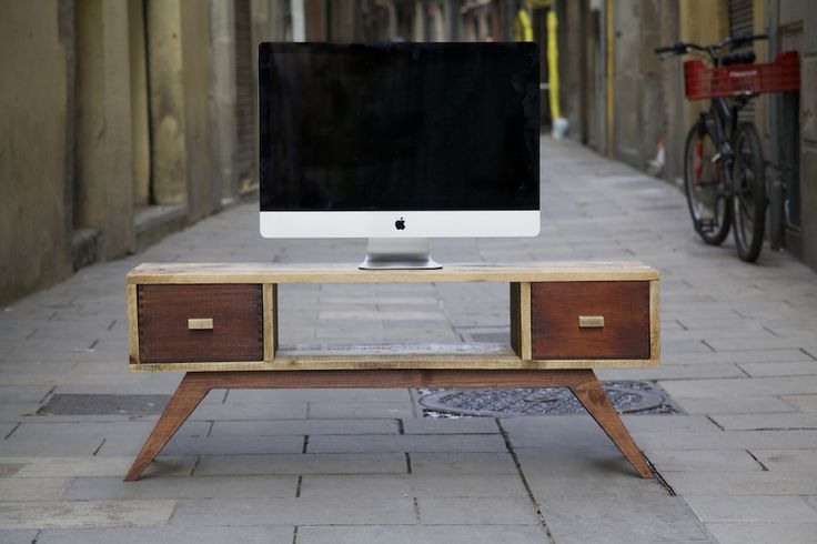 Mueble de TV hecho con palet reciclado  TV table made with recycled