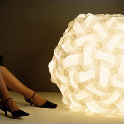 lámpara IQ redonda de 120 piezas. 120-pieces floor IQlight designed by Holger Strøm in 1972.