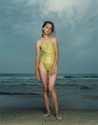 "Rineke Dijkstra, ""From Beach Portraits"" (1992). Técnica: - Corriente: Fotografía íntima / identidades."