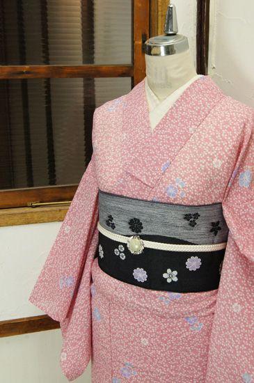 一面の白い萩の葉浮かぶ綺麗な桃色地に、淡藤色、白藍色の撫子模様が水玉のようにふわりと重ねられた絽の夏着物です。 #kimono