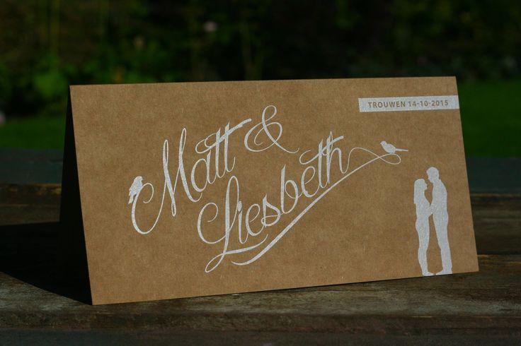 Trouwkaart   Matt & Liesbeth   uniek   origineel   trouwkaartje   vintage   rustiek   natuurlijk   kraft   karton   silhouet van het bruidspaar   vogeltjes   trouw inconen   tijdlijn   sierlijk   strak   witte inkt   Studio Altena