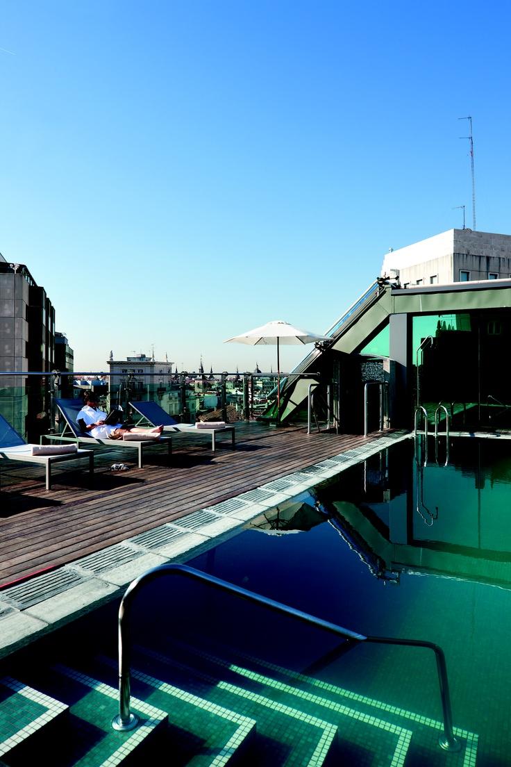 Piscina en la azotea. Hotel Santo Domingo. Madrid.