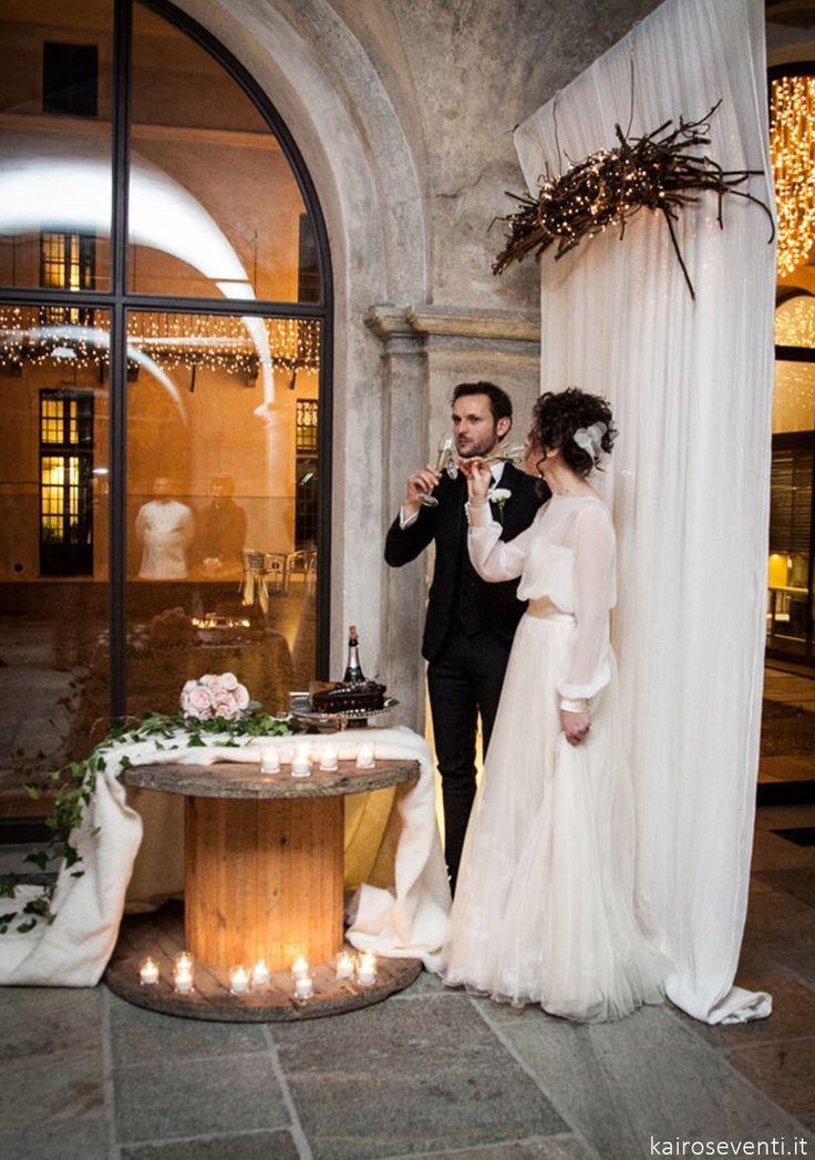 """Il taglio torta   Wedding designer & planner Monia Re -www.moniare.com   Organizzazione e pianificazione Kairòs Eventi -www.kairoseventi.it   Foto """"SpringRainStudio di Roberto Ricci"""""""