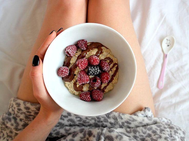 Owsianka z malinami na śniadanie 😋 To zawsze dobry pomysł ❤️😁 Miłej niedzieli 🙂 ---> Zapraszam na moją stronę na fb https://m.facebook.com/eatdrinklooklove/ ❤   . .  Oatmeal with raspberries on breakfast 😋 It's always a good idea ❤️😁 Have a nice sunday 🙂 ---> I invite you to my page on fb https://m.facebook.com/eatdrinklooklove/ ❤