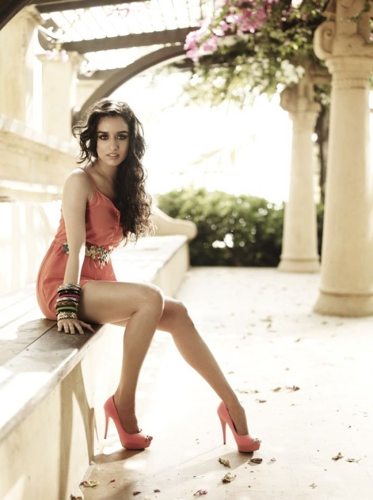 "Bet You've Never Seen ""Shraddha Kapoor"" Flaunting Her Curves Like This...."