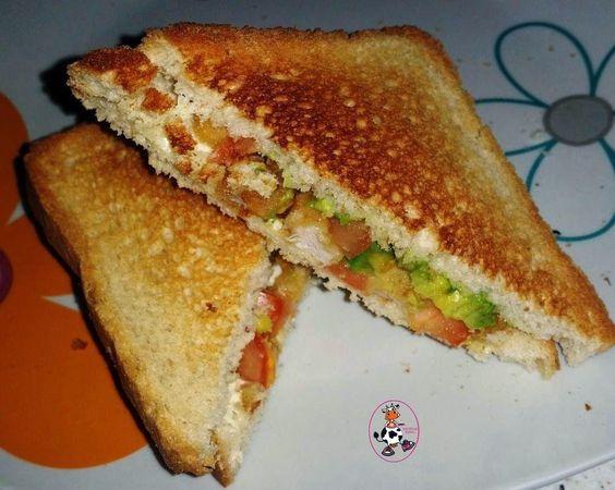 Cenamos??? :)Ingredientes:Pan de moldePechuga de pollo empanadaTomateMayonesaPreparación:Tostamos el pan,lo untamos de mayonesa y ponemos trocitos de aguate,trocitos de tomate y trocitos de pechuga de pollo