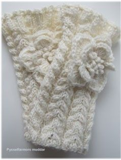 free pattern not a knifty knitter pattern, but could make the scarf and then add the flower with the flower loom