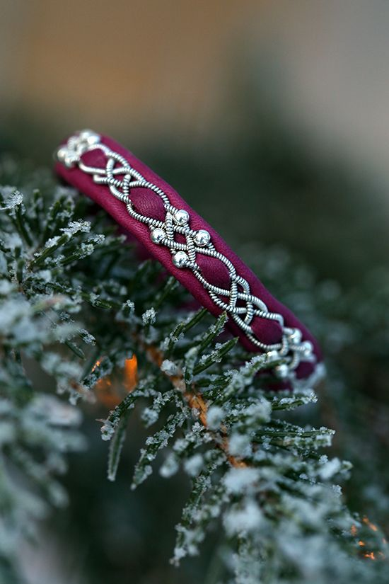 Lindas armband: Magentafärgat tennarmband med silverpärlor och inf...