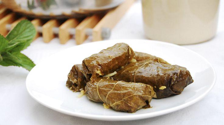 Долма (толма). Некоторые национальные особенности имеются в каждом рецепте, так у грузин долма очень острое и пряное с эстрагоном, кинзой, красным перцем, сельдереем и прочими компонентами блюдо. Более известные в российской кулинарии голубцы близки восточному кушанью...http://vk.com/dinnerday; http://instagram.com/dinnerday #долма #кулинария #мясо #фарш #рис #еда #dinnerday #food #cook #recipe #dolma #cookery #meat #forcemeat #rice
