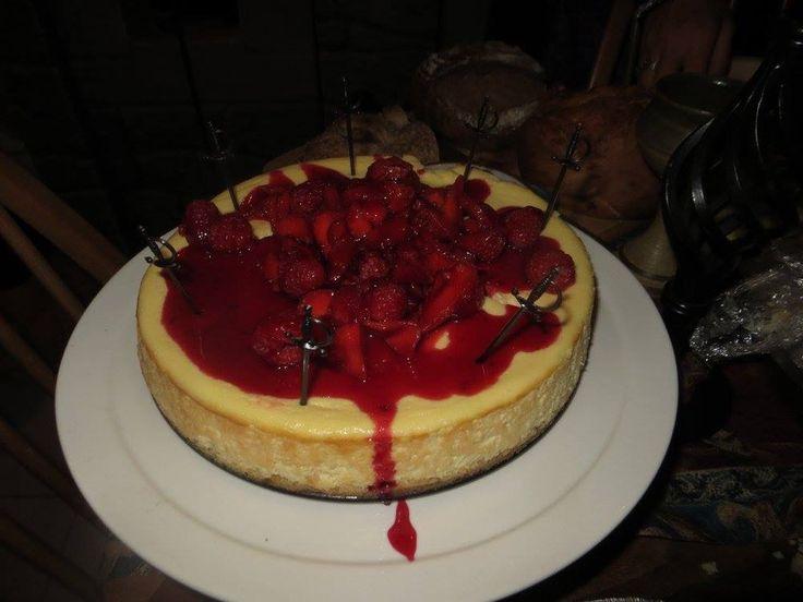 Red wedding cheesecake