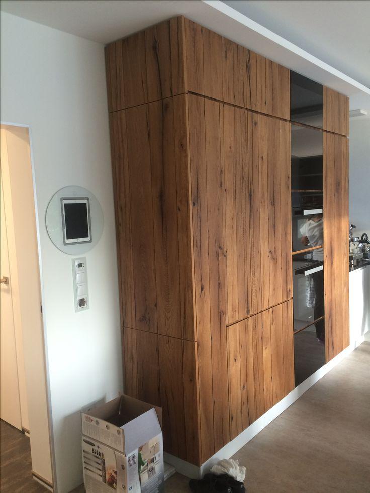Kuchyna s nadhernou dyhou zo starych trámov (pri stahovani) /kitchen with amazing venner made of old beams