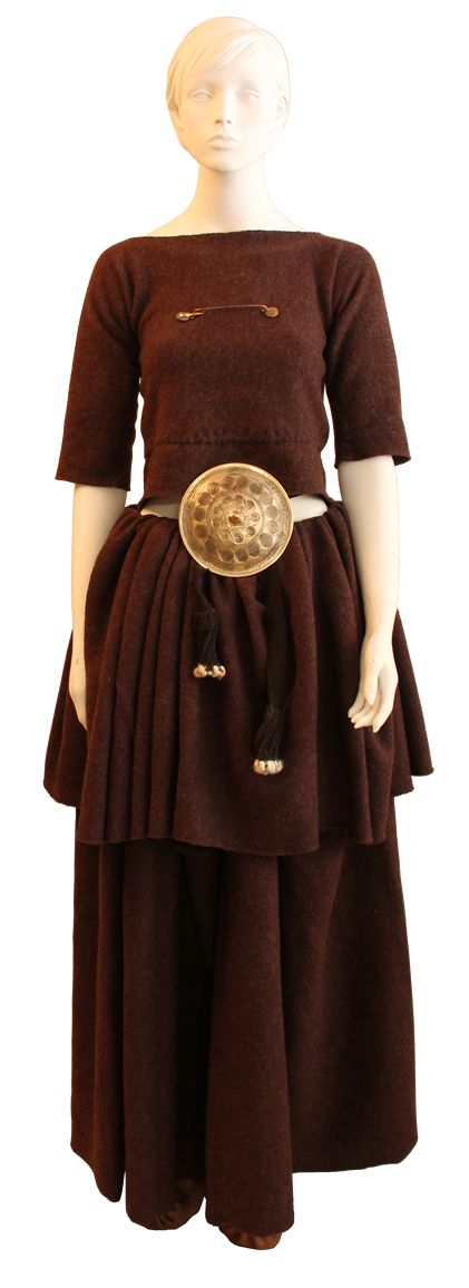 Reconstruction of female bronze age garment, following the theory of a shorter folded up skirt, not like found in the burials, longer than to the womens feet.