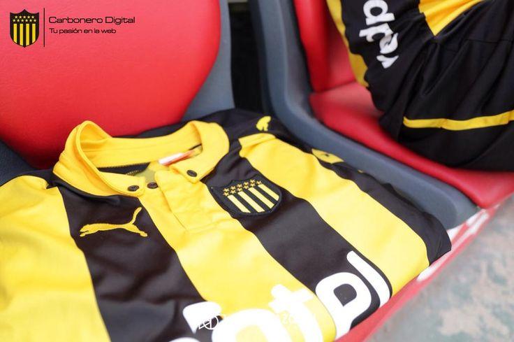 Esta es la nueva camiseta de Peñarol  Conocé los detalles de la nueva pilcha del Carbonero http://bit.ly/CasacaNueva
