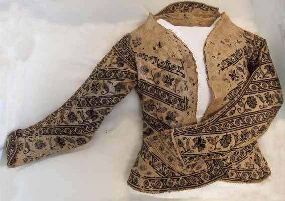 Lady's Jacket Blackwork embroidered, 1600-25, Manchester Art Galerie ©