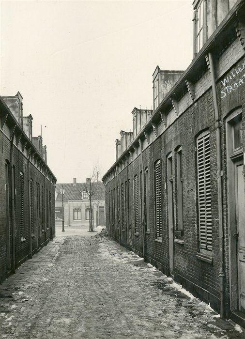 1938, Willemstraat tussen Gedempte Biersloot in de richting van de Kuiperstraat. Collectie Stadsarchief Vlaardingen