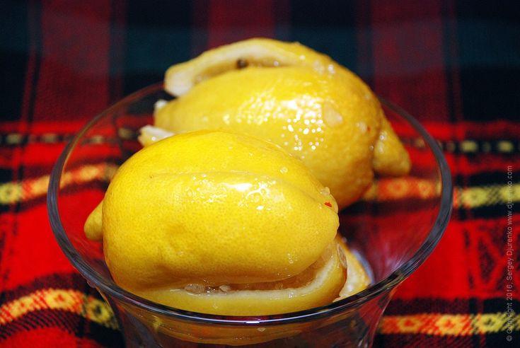 Соленые лимоны — отменная закуска ивкусная добавка комногим блюдам. Превосходно сочетается с тушеным мясом, танжир или пловом