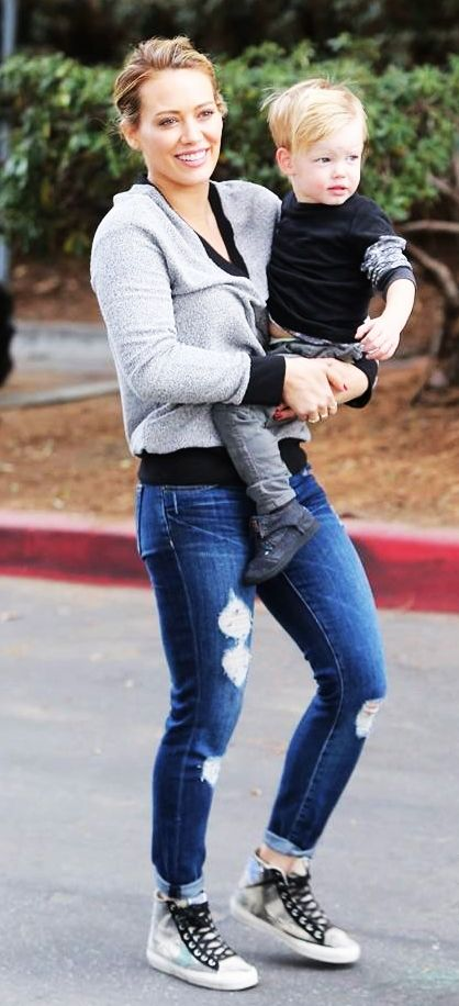 She's such a gorgeous mom!