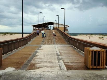 alabama state fishing pier in gulf shores serves the