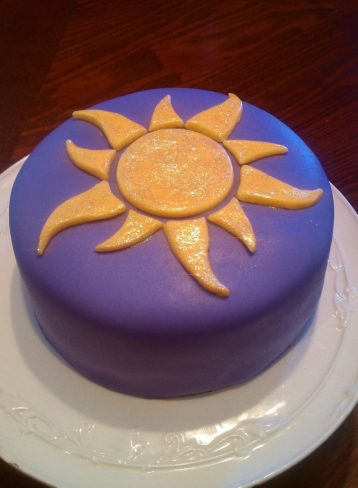 Tangled cake. Good idea for smaller favour cakes.