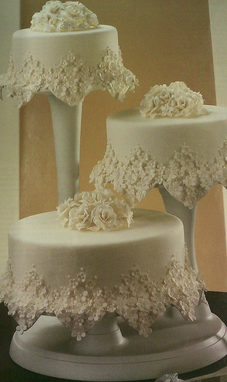 Laced cake...can't even breathe just looking at this gorgeous work of art
