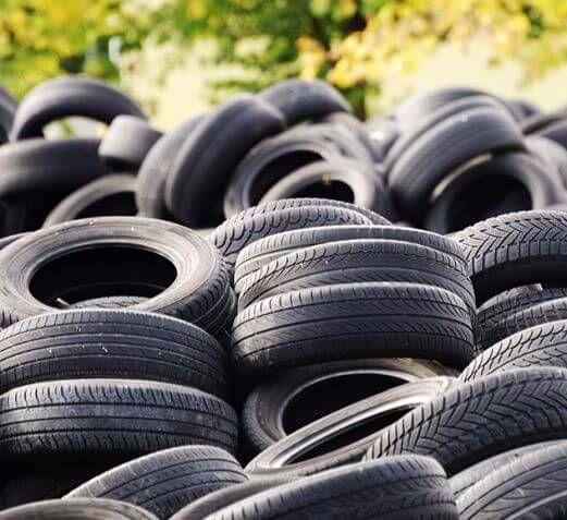 Группа исследователей из Университета штата Миннесота, Массачусетского университета в Амхерсте и Центра устойчивых полимеров, финансируемого Национальным научным фондом, изобрела технологию производства автомобильных шин из биомассы древесины и травы.