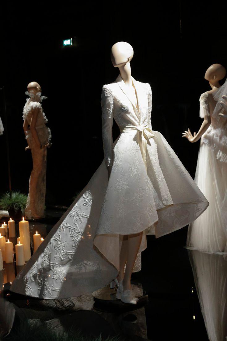 De poppen gehuld in Oudshoorns couturestukken stonden langs een vijver met drijvende kaarsen © Team Peter Stigter