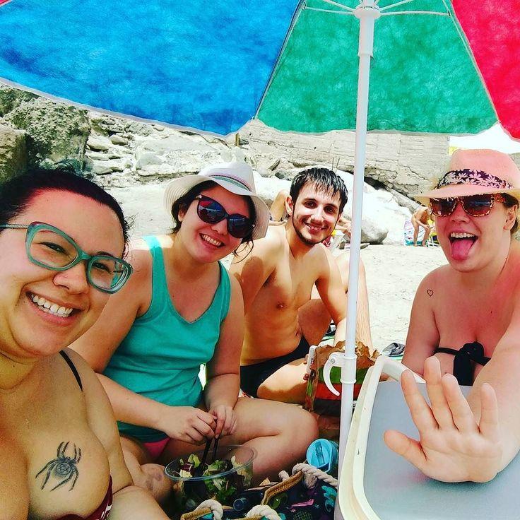 Primer día de playa del año!!! Yujuuuuu!!! @emiliasantana.v.20 @pauliposa